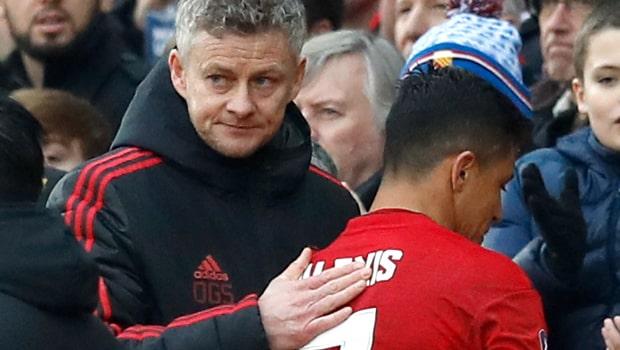 Ole-Gunnar-Solskjaer-and-Alexis-Sanchez-Man-United-FA-Cup-min
