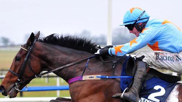 Un-De-Sceaux-Horse-Racing-min