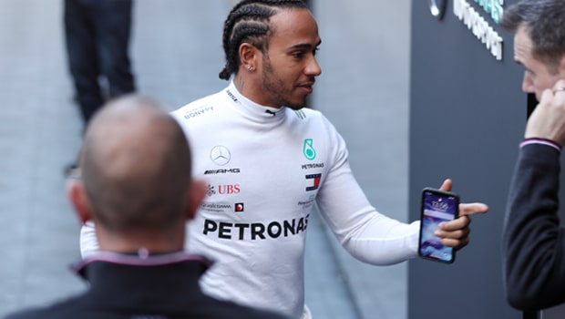 Lewis-Hamilton-F1-Bahrain-Grand-Prix-min
