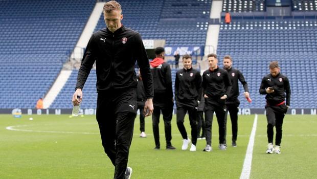 Marek-Rodak-Fulham-goalkeeper-min