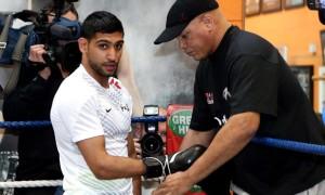Amir Khan v Luis Collazo boxing