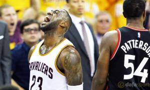 Cleveland Cavaliers coach Tyronn Lue and Lebron James NBA