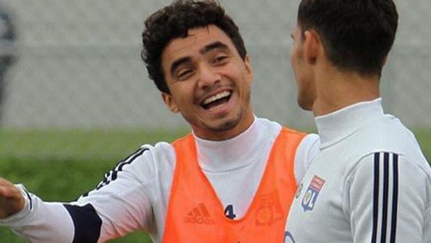 Lyon-defender-Rafael-Europa-League