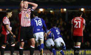 Sunderland-midfielder-Lee-Cattermole-min