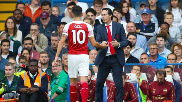 Arsenal-manager-Unai-Emery-and-Mesut-Ozil-min